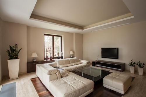 Travertine house: Modern living room